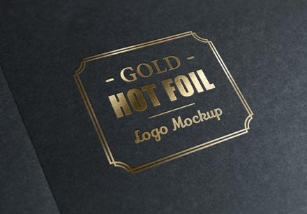 Mockup para logotipo estampado dorado